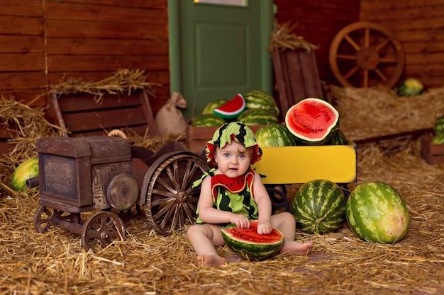 田舎の幸せな少女の肖像画。