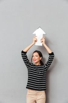 화살표가 가리키는 행복 한 여자의 초상화