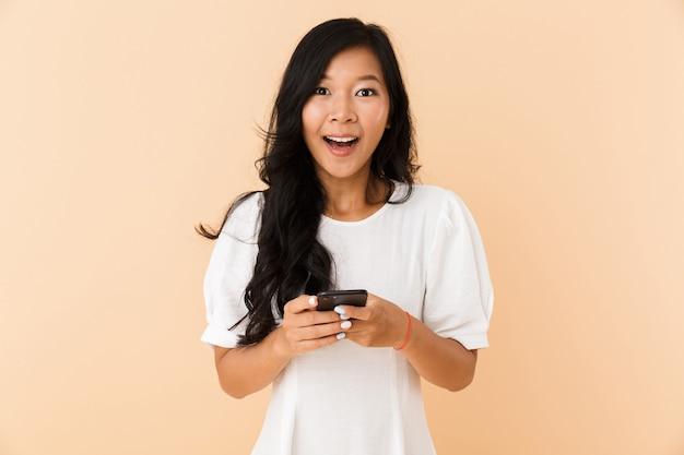 幸せな若いアジアの女性の肖像画