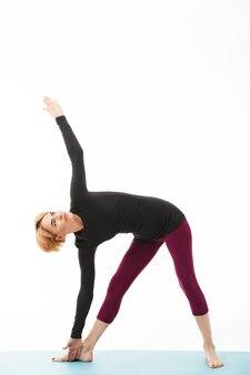 Портрет здоровой женщины йоги, одетые в спортивную одежду