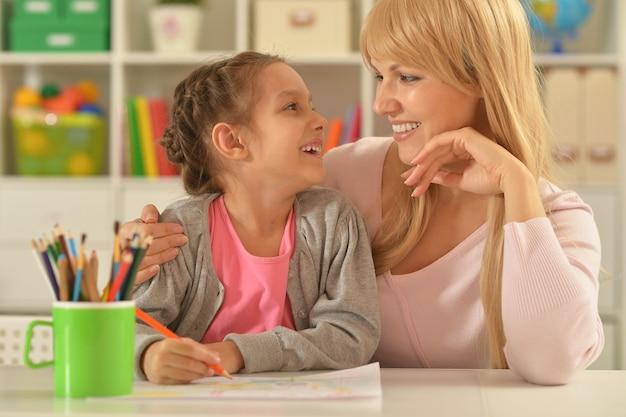 Портрет маленькой девочки с мамой