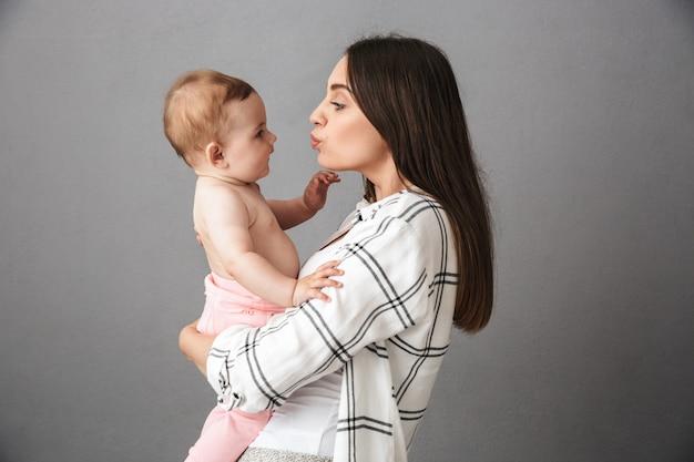 愛する若い母親の肖像画