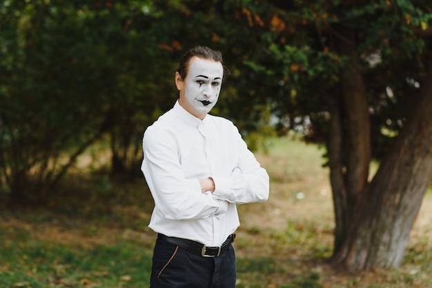 男、アーティスト、ピエロ、mimeの肖像画。
