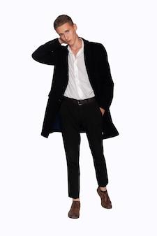 흰색 바탕에 검은 코트와 바지를 입은 남자의 초상화
