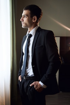 スーツとネクタイの男の肖像画