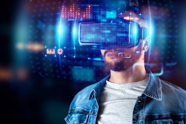 Портрет мужчины в очках виртуальной реальности vr взаимодействует с виртуальным экраном.