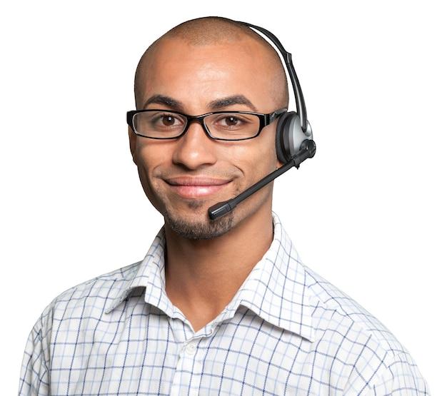 コールセンターのオペレーターとして働いているヘッドセットを持つ男の肖像画