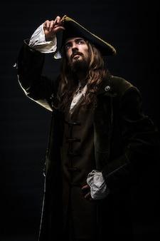 中世のひげを生やした海賊の肖像画