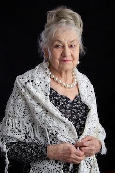 90歳の女性の肖像画。
