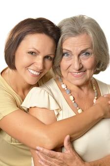 娘と年配の女性の肖像画