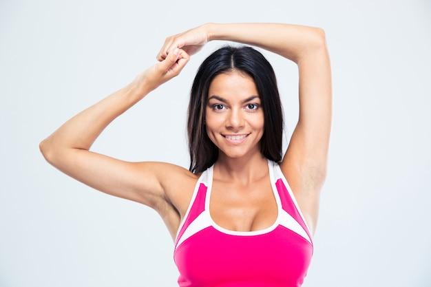Портрет улыбающейся фитнес-женщины