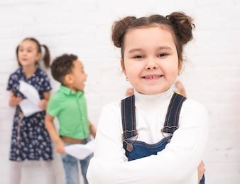 微笑んでいる女の子の肖像画