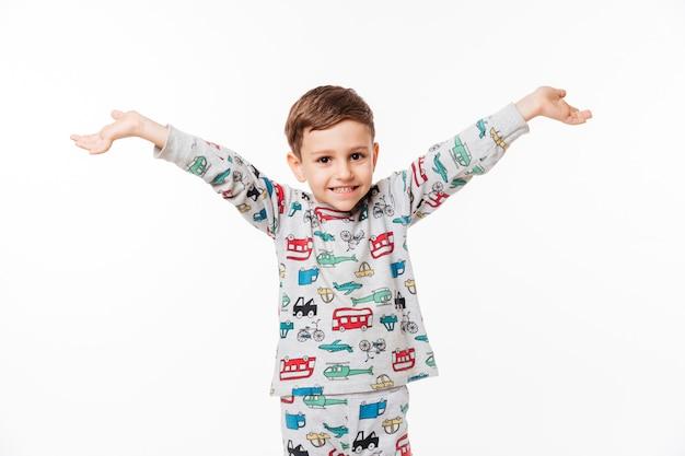 立っている笑顔幸せな小さな子供の肖像画