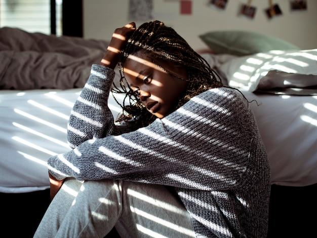 ストレスのたまった若い10代の少女の肖像画