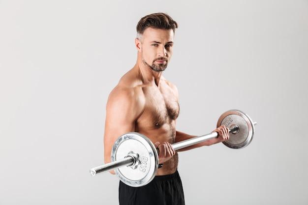 Портрет сильного зрелого спортсмена