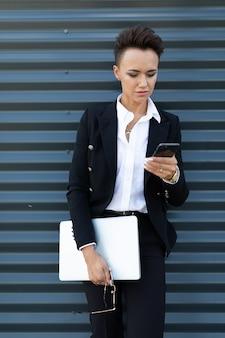 Портрет успешной бизнес-леди, женский профессионал
