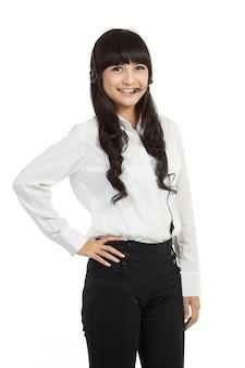 ヘッドセットを着ている成功した女性のコールセンターの従業員の肖像画