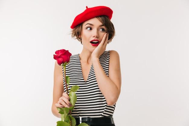 赤いベレー帽を着て驚いた女性の肖像画