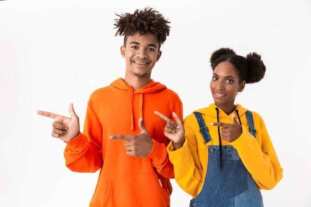 2人の陽気な若いカップルの肖像画