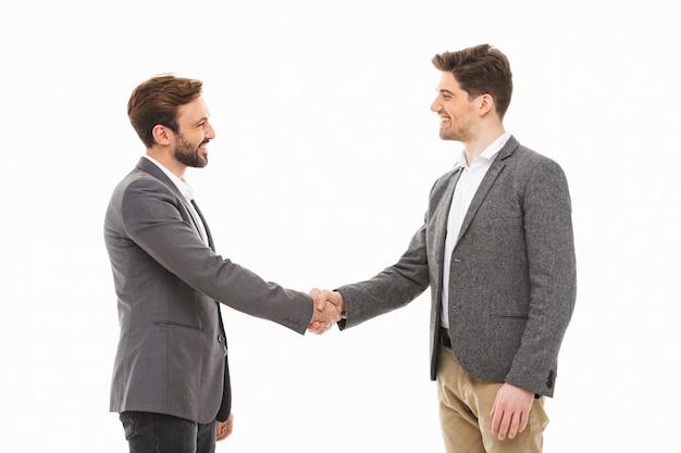 握手を交わして満足している2人のビジネスマンの肖像画