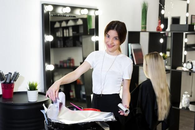 Портрет женщины-парикмахера