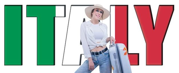 Портрет женщины с чемоданом, готовым к путешествию. рекламный щит с надписью «италия». смешанная техника