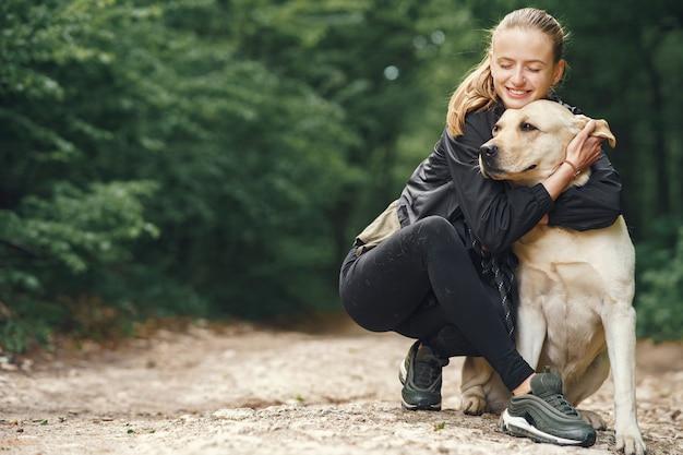 그녀의 아름다운 강아지와 여자의 초상화