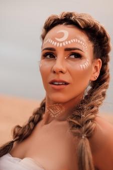 砂漠の若い美しい少女の肖像画