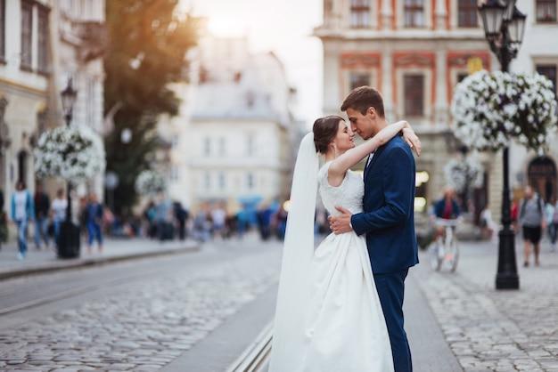 Портрет молодой красивой стильной пары