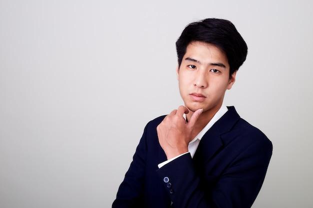 Портрет молодой красивый деловой человек
