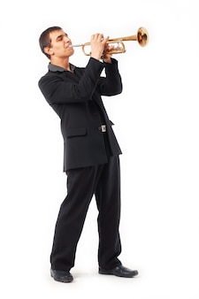 Портрет молодого человека, играющего на трубе