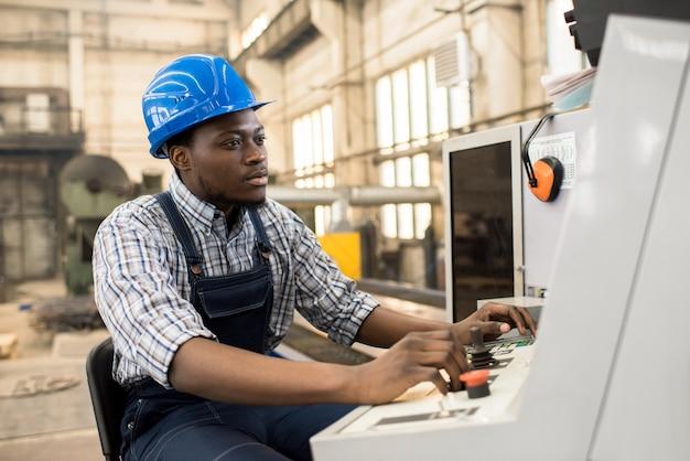 아프리카 계 미국인 기계 운영자의 초상화