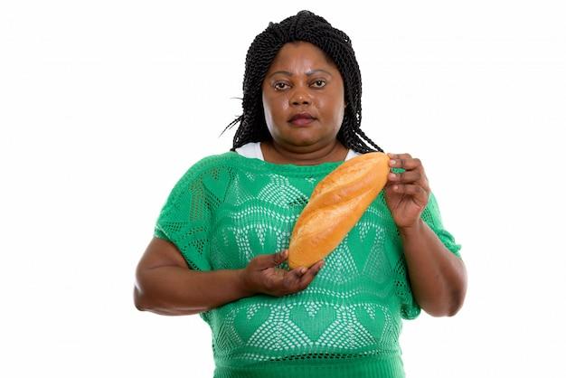食べ物を保持しているアフリカの女性の肖像画