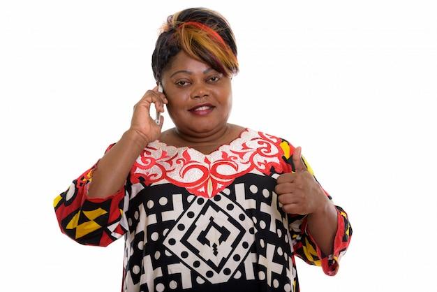 親指でアフリカの女性の肖像画
