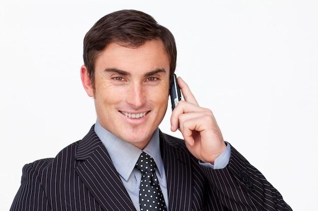 白い電話機で魅力的なビジネスマンの肖像