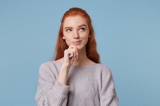 赤い髪の魅力的な魅力的な女性の肖像画