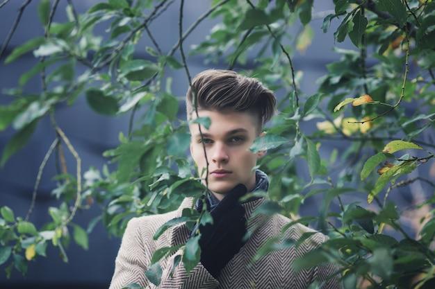 魅力的なファッション男の肖像