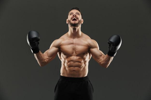祝って興奮して筋肉のスポーツマンの肖像画