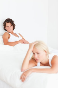 Портрет расстроенной пары после спора