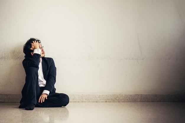직장에서 스트레스 아시아 사업가의 초상화