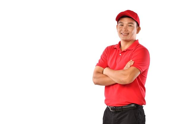 Портрет азиатского курьера, посыльного, эмполи, работника, поставщика услуг, улыбающегося и выглядящего счастливым и желанным