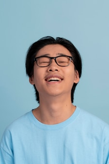 アジアの十代の少年の肖像画