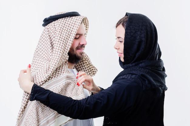 Портрет привлекательного арабского парня на ближнем востоке