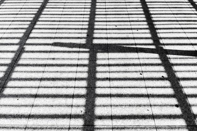 地面の抽象的な影の背景の肖像画
