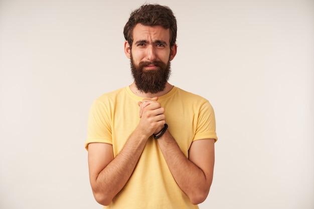 お願いをするひげを生やした若い男の肖像