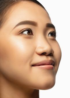 Портрет красивой азиатской женщины, изолированные на белом фоне студии красоты мода уход за кожей