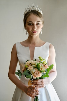 コロネットと花の美しい花嫁の肖像画