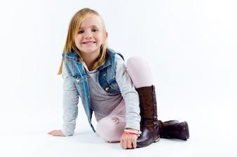 Портрет красивого ребенка. Изолированные на белом.