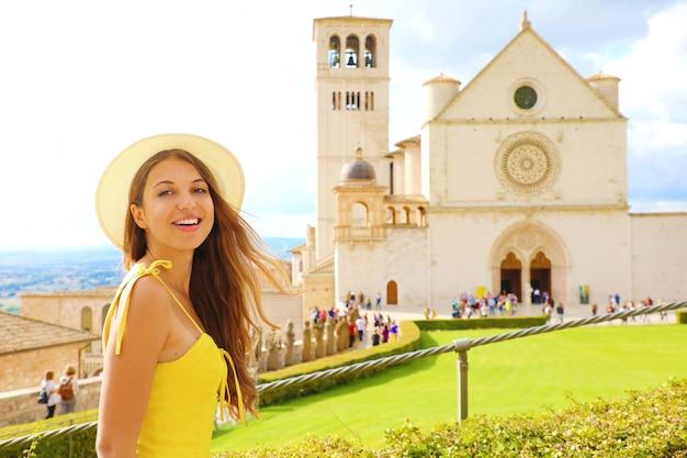 イタリア、アッシジの美しい少女の肖像画