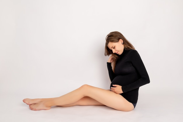 美しい妊娠中の女性の肖像画
